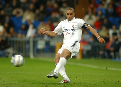 Real Madrid's Roberto Carlos crosses the ball